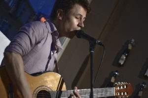 Rafael Silveira - Akustikgitarre und Gesang