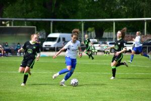 Die Frauen des FC Carl Zeiss Jena spielen wieder in der 1. Frauen – Bundesliga. Trotz des Unentschieden gegen VfL Wolfsburg II 2:2 (1:0) ist der Aufstieg in die Liga I geschafft!!